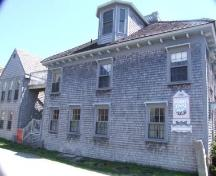 North elevation and Guest House, Cooper's Inn, Shelburne, Nova Scotia, 2007. ; Heritage Division, NS Dept of Tourism, Culture and Heritage, 2007.
