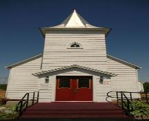Front entrance to the Tracadie United Baptist Church.; Heritage Division, N.S. Dept. of Tourism, Culture and Heritage, 2009.