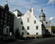 Side view of Ursuline Convent at Trois-Rivières Historical Complex, showing its roughcast façade, 2003.; Parks Canada Agency / Agence Parcs Canada