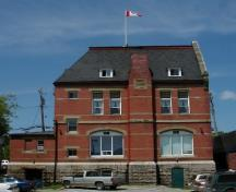 Rear view of St. Stephen Post Office, showing its use of contrasting red brick and pale stone, 2003.; Parks Canada Agency / Agence Parcs Canada, 2003.
