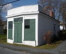 View of the front and right facades of the shop at the Calpin/Myers Property, Bay Roberts, NL. Photo taken 2009. ; HFNL/Andrea O'Brien 2010