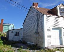 Side elevation and entrance, Mackey House, Ketch Harbour, NS, 2007.; Heritage Division, NS Dept. of Tourism, Culture and Heritage, 2007
