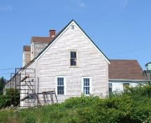 Side elevation, including rear ell, Mackey House, Ketch Harbour, NS, 2007.; Heritage Division, NS Dept. of Tourism, Culture and Heritage, 2007