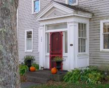 The enclosed front entry porch of the Zoeth Freeman House, Milton, Queens County, Nova Scotia.; Heritage Division, NS Dept. of Tourism, Culture & Heritage, 2009.