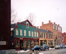 View of the south side of Queen Street in the Niagara-on-the-Lake Historic District, 2002.; Parks Canada Agency / Agence Parcs Canada, 2002.