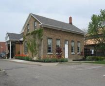 Featured are the original building and western additions.; Chelsey Tyers, 2008.