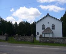 Of note is the Melville White Church with adjacent cemetery and stone wall.; Kirsten Pries, 2008.