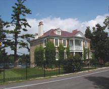 General view of de Salaberry House, showing the main entrance set on an imposing columned portico with a gabled upper-storey balcony, 2002.; Agence Parcs Canada / Parks Canada Agency, 2002.