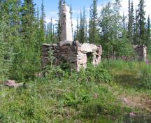 General view of the remains of Back's chimney at Fort Reliance National Historic Site of Canada, 2007.; Government of Canada / Gouvernement du Canada, D. Mulders, 2007.