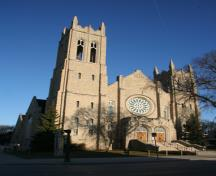 Primary elevation, from the southeast, of Westminster United Church, Winnipeg, 2007; Historic Resources Branch, Manitoba Culture, Heritage and Tourism, 2007