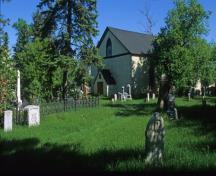 Contextual view, from the southeast, of Kildonan Presbyterian Church, Winnipeg, 2005; Historic Resources Branch, Manitoba Culture, Heritage and Tourism, 2005