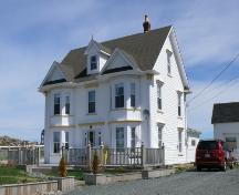 View of the front and right facades of Ephraim Jacobs House, Hart's Cove, Durrell, Twillingate, NL. Photo taken 2009. ; HFNL/Andrea O'Brien 2010