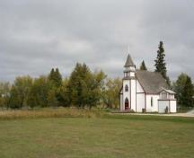 Contextual view, from the southeast, of Christ Anglican Church, Sagkeeng First Nation, 2009; Historic Resources Branch, Manitoba Culture, Heritage and Tourism, 2009