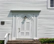 Detail of one of two front doors (left), Smith's Cove Baptist Meeting House and Temperance Hall, Smtih's Cove, 2005.; Heritage Division, NS Dept. of Tourism, Culture and Heritage, 2005