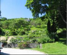 General view of the gardens in La Malbaie Historic District National Historic Site of Canada, 2005.; Geneviève Charrois, Parks Canada Agency / Agence Parcs Canada, 2005.