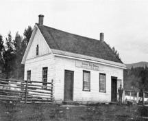 Side view of Fort McLeod National Historic Site of Canada, showing a Hudson's Bay Company post, 1929.; Parks Canada Agency/Agence Parcs Canada, Department of Mines and Technical Surveys (Natural Resources Canada), 1929