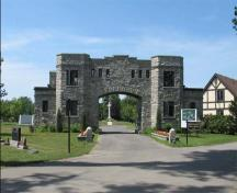 General view of the Remembrance Gate, 2005.; Catherine Cournoyer, Parks Canada Agency / Agence Parcs Canada, 2005.