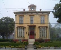 Front elevation, Guest House, Yarmouth, 2004.; Heritage Division, Nova Scotia Department of Tourism, Culture and Heritage, 2004