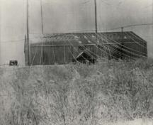 Main operating building of Marconi Wireless Station, ca. 1912.; Collection of Port Morien Station, ca. 1912 / Collection de la station de Port Morien, vers 1912.