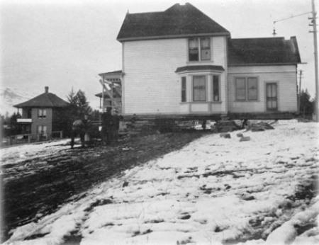 View of house during move, 1910