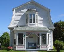 60 Dufferin Street, New Town Lunenburg, front façade, 2004; Heritage Division, NS Dept. of Tourism, Culture and Heritage
