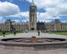 General view of the Centennial Flame, in front of Centre Block, 2010.; Parks Canada Agency / Agence Parcs Canada, Catherine Beaulieu, 2010.