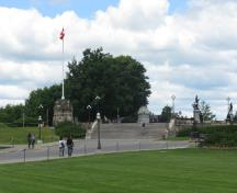 General view of the upper terrace showing the retaining wall, the stone flagstaff and the projecting bay and stairs, situated west of Centre Block, 2010.; Parks Canada Agency / Agence Parcs Canada, Jamie Dunn, 2010.