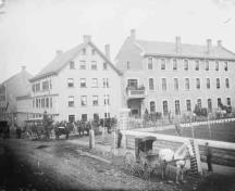 View of the Albion Hotel in April 1875 and its situation on the corner of Daly Avenue in Ottawa.; Library and Archives Canada/PA-009314