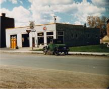 Contextual view, from the northeast, of Sid's Garage, Carberry, ca. 1945; Carberry Plains Archives, ca. 1945Historic Resources Branch, Manitoba Culture, Heritage, Tourism and Sport, 2010