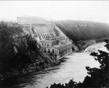 General view of the Sir Adam Beck No. 1 Generating Station at the Queenston-Chippawa Hydro-Electric Developement, 1998.; Parks Canada Agnecy / Agence Parcs Canada, 1998.