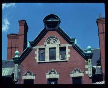 General view of the John R. Booth Residence, showing the construction of red brick with contrasting stone trim, 1982.; Parks Canada Agency, Agence parcs Canada, 1982.