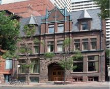 General view of the St. George's Hall (Arts and Letters Club), showing the front façade, 2005.; Agence Parcs Canada / Parks Canada Agency, D. Hamelin, 2005.