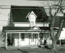 Front view of McConnell House, showing the verandah that runs the full length of the front façade, 1984.; CIHB, Parks Canada Agency, 1984 / IBHC, Agence Parcs Canada, 1984