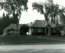 General view of the Interpretive Centre, showing the main façade, 1984.; Parks Canada Agency / Agence Parcs Canada, 1984.