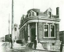 View of Old Hull, showing the Former Bank of Montreal, c. 1910.; Library and Archives Canada / Bibliothèque et Archives Canada, C80396, 1910.