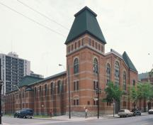 Exterior photo of the John Weir Foote Armoury, showing the high quality and well maintained masonry work, 2001.; Canadian Inventory of Historic Buildings/Inventaire des bâtiments historiques du Canada, Parks Canada Agency /Agence Parcs Canada, 2001.