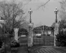 General view of the Rideau Hall secondary gates and fences, showing the decorative cast-and wrought-iron work, 1986.; Public Works and Government Services Canada / Travaux publics et Services gouvernementaux Canada, 1986.
