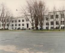View of the Vimy Barracks (Forde Building, B-16), showing its battlemented formal entrance way, 1993.; Ministère de la Défense nationale / Department of National Defence, 1993.