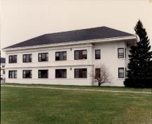 View of the Vimy Barracks (B6), showing its large scale, and concrete, masonry and stucco materials, 1993.; Ministère de la Défense nationale / Department of National Defence, 1993.