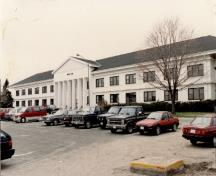 View of Vimy Barracks (B6), showing the projecting portico and recessed entrance, 1993.; Ministère de la Défense nationale / Department of National Defence, 1993.