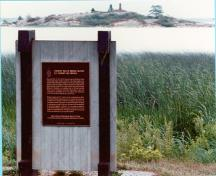 General view of Bridge Island / Chimney Island showing the plaque text.; Parks Canada Agency/Agence Parcs Canada
