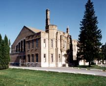 Corner view of the Cornwall Armoury, showing the buff-coloured brick and the corner towers, 1994.; Department of Public Works / Ministère des Travaux publics, 1994.
