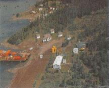 Aerial view of the Aviation Weather Station, showing the Quarters / Storage Building 3 to the left of the image, 1995.; Public Works and Government Services Canada / Travaux publics et Services gouvernementaux Canada, 1995.