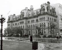 General view of Langevin Block, showing its well-designed and richly detailed exterior, executed in the Second Empire style, with traces of the Romanesque influence, 1987.; (Ian Doull, AHB, Parks Canada Agency / Agence Parcs Canada, 1987.)
