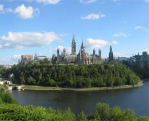 General view of the Parliament Buildings, 2010.; Parks Canada Agency/ Agence Parcs Canada, Jamie Dunn, 2010.