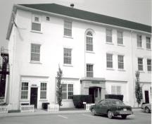 Exterior photo; (Environment Canada, Canadian Parks Service, Architectural History Branch, J. Adell, 1989.)