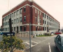 Corner view of Murray Building (S-15), CFB Halifax, 1999.; Department of National Defence/ Ministère de la Défense nationale, P.M. Steeves, 1999.