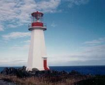 General view of Cape Bauld Light Tower, showing the octagonal aluminum-and-glass lantern, with its gently sloping roof and finial, 2005.; Fisheries and Oceans Canada/ Pêches et Océans Canada, 2005.