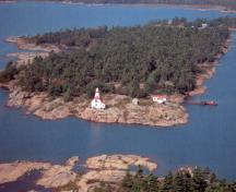 Aerial view of Snug Harbour rear Range Light Tower.; Department of Fisheries and Oceans / Ministère des Pêches et des Océans