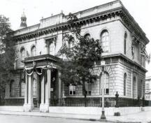 Corner view of the Custom House, showing the façade with the main entrance, 1927.; Library and Archives Canada/ Bibliothèque et Archives Canada, PA-57417, 1927.